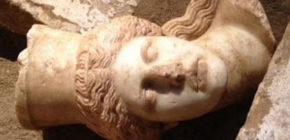 Amphipolis - Sphinx Head found on floor
