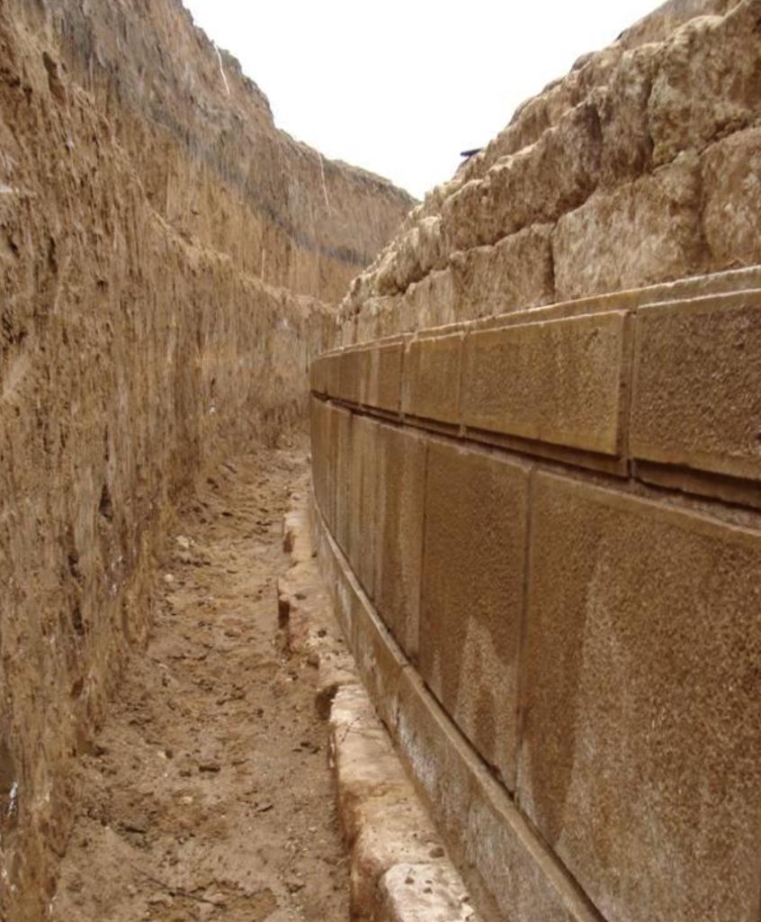 Amphipolis wall close-up