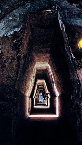 CavetowardEntrance