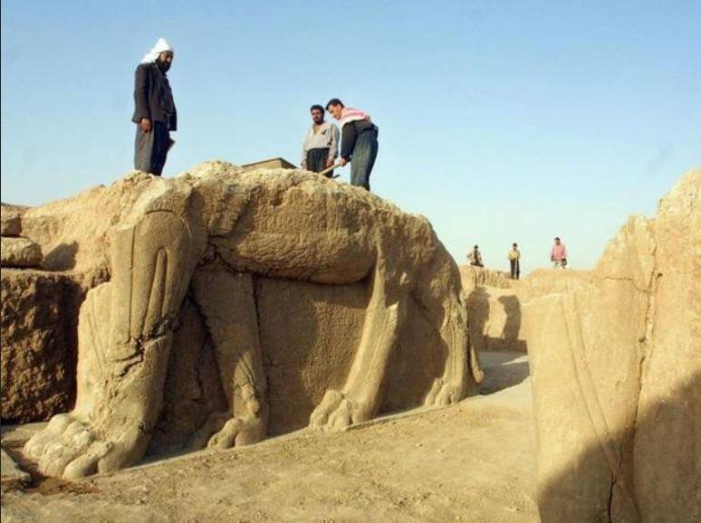 Archaeologists at Nimrud 2001