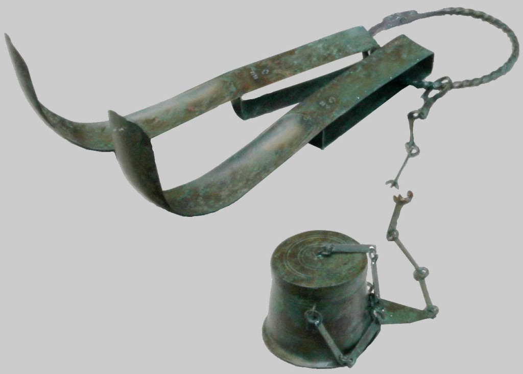 Roman strigil set with container for oil