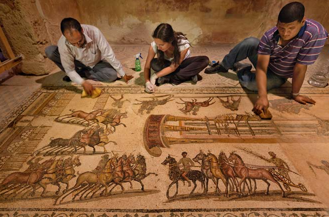 Libyan and Italian archaeologists uncover chariot race mosaic at Roman villa (National Geographic)